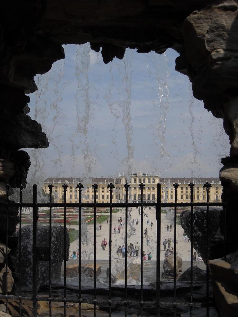 3 - Castello Schoenbrunn - vista dalla Fontana del Nettuno